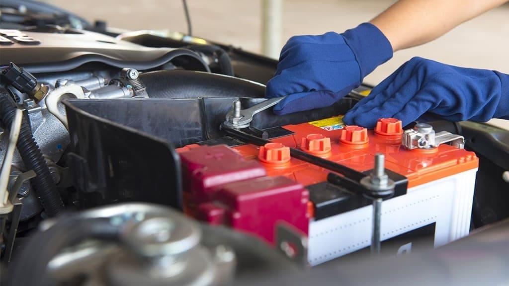 Замена аккумулятора автомобиля Тойота в Екатеринбурге